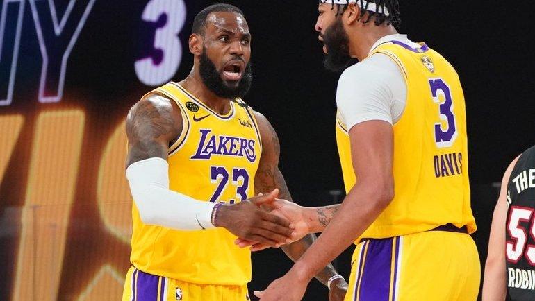 1 октября. Леброн Джеймс (слева). Фото NBA