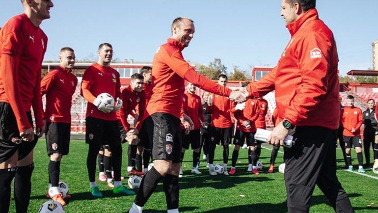 Денис Глушаков (поцентру) иИгорь Черевченко (справа). Фото ФК «Химки»