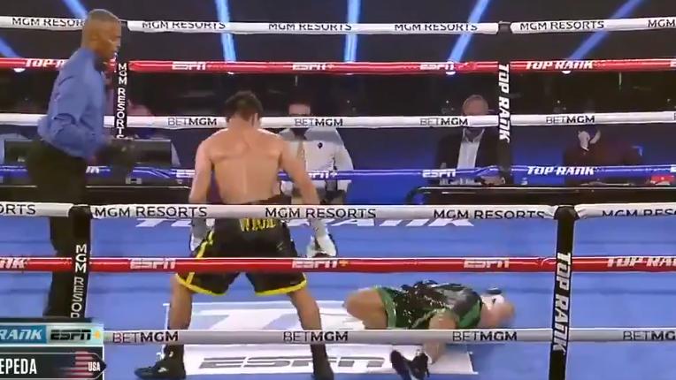 Невероятный бой вбоксе: восемь нокдаунов иглухой нокаут.