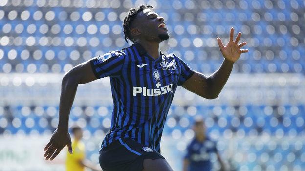 4октября. Бергамо. «Аталанта»— «Кальяри»— 5:2. 42-я минута. Нападающий Дуван Запата забил четвертый гол хозяев. Фото Reuters