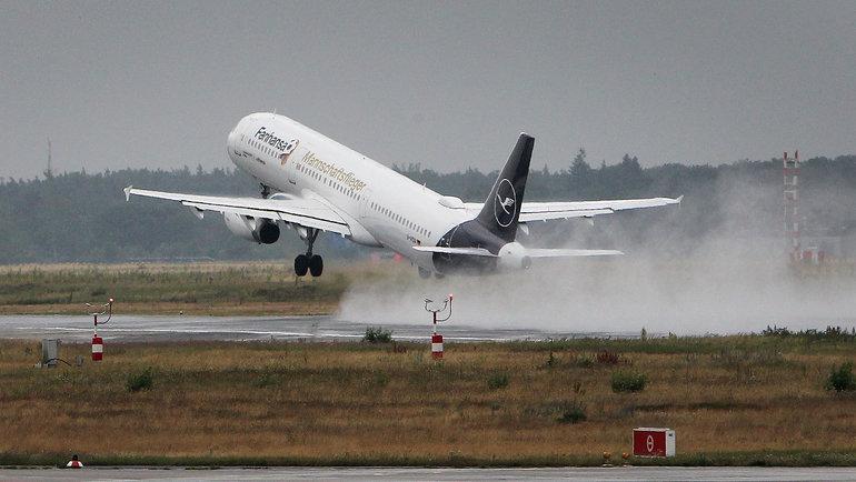ВСовете Федерации неисключают закрытия границ России исокращения вцелом количества полетов из-за ухудшения ситуации скоронавирусом. Фото AFP