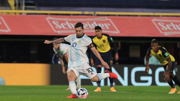 9октября. Аргентина— Эквадор— 1:0. Лионель Месси принес своей команде победу ударом сточки. Фото Twitter
