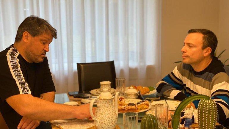 Вадим Евсеев (слева) беседует сИгорем Рабинером. Фото Татьяна Евсеева
