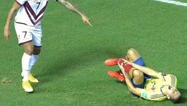Нога защитника сборной Колумбии выгнулась вдругую сторону. Ужасные кадры травмы