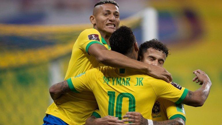 10октября. Бразилия— Боливия— 5:0. Бразильцы празднуют гол. Фото Twitter