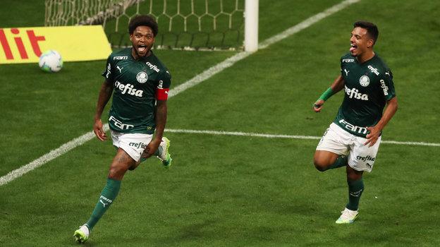 Луиз Адриану (слева)— одна иззвезд бразильской серии А. Фото Reuters