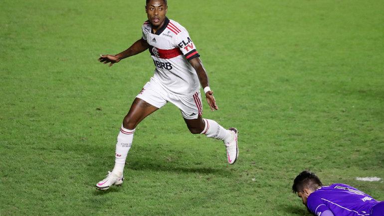 10октября. Рио-де-Жанейро. «Васку даГама»— «Фламенго»— 1:2. Бруну Энрике празднует гол, который стал победным. Фото Reuters
