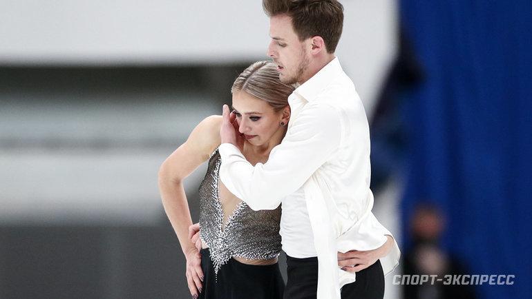 11октября. Москва. Никита Кацалапов успокаивает получившую повреждение Викторию Синицыну.