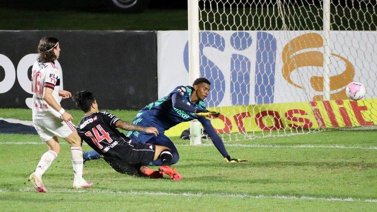 «Васку даГама» уступил «Фламенго»— 1:2, хотя мог сыграть вничью— ногол вконцовке был отменен из-за офсайда. Фото Reuters