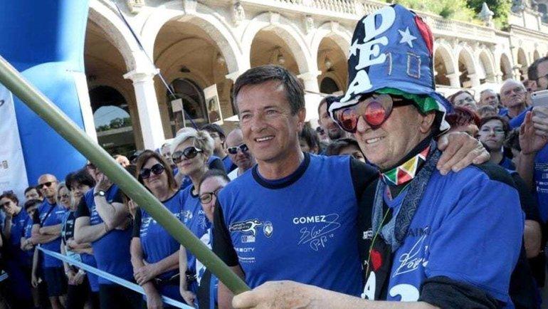 Джорджо Гори сболельщиками «Аталанты». Фото Мэрия Бергамо