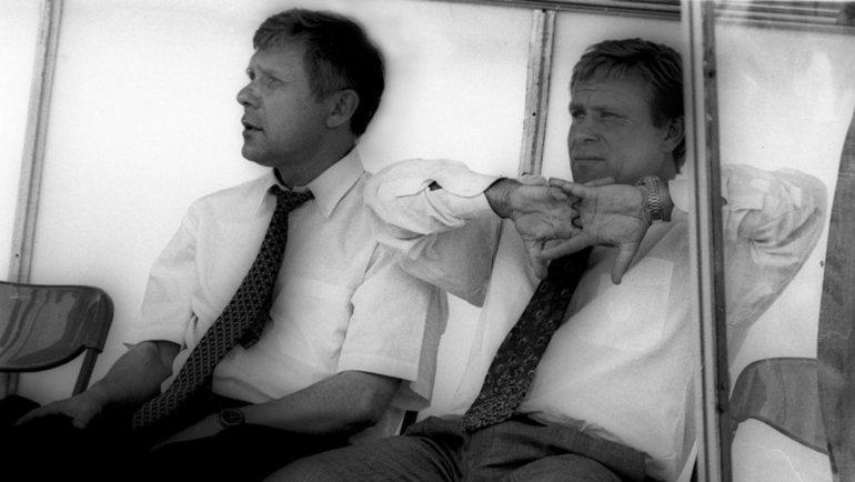 1996 год. Корней Шперлинг (слева) иЛеонид Ткаченко натренерской скамейке «Балтики». Фото Александр Федоров, «СЭ»