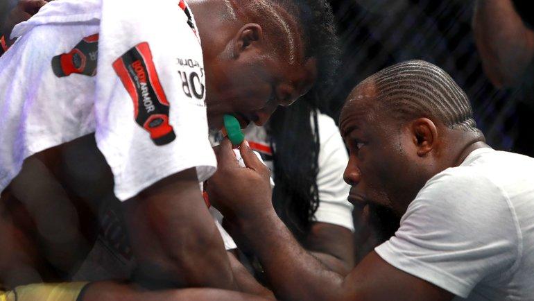 Фернанд Лопес (справа) иФрансис Нганну. Фото AFP