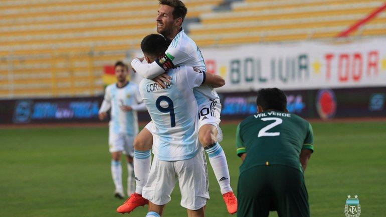 14октября. Боливия— Аргентина— 1:2. Лионель Месси радуется голу Хоакина Корреа. Фото Twitter