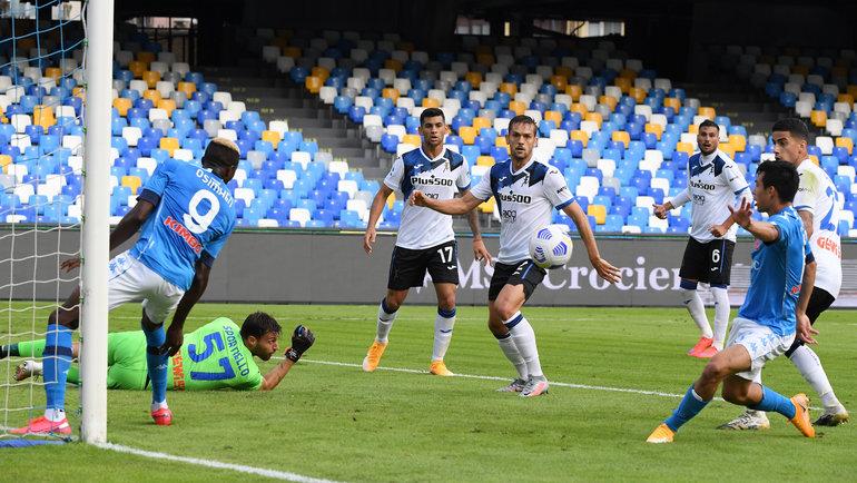 17октября. Неаполь. «Наполи»— «Аталанта»— 4:1. Ирвинг Лосано забивает первый гол. Фото Reuters