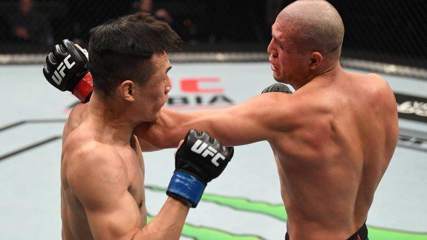 Брайан Ортега (справа) против «Корейского зомби». Фото UFC.