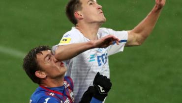 Карпову разбили нос вигре с «Динамо». Футболист несмог продолжить матч