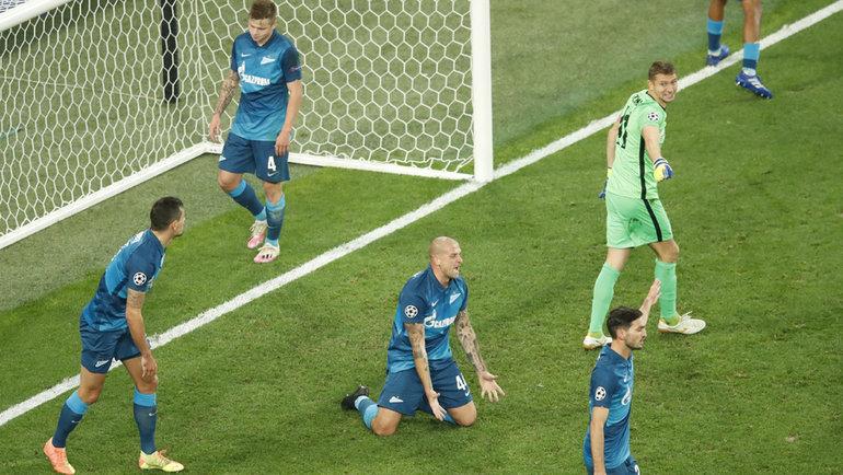 20октября. Санкт-Петербург. «Зенит»— «Брюгге»— 1:2. 63-я минута. Сине-бело-голубые пропустили первый гол. Фото Reuters