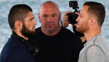 21октября. Абу-Даби. Хабиб Нурмагомедов, глава UFC Дана Уайт иДжастин Гэтжи (слева направо).