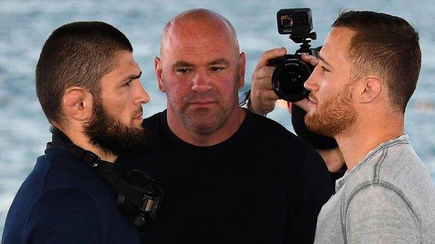 21октября. Абу-Даби. Хабиб Нурмагомедов, глава UFC Дана Уайт иДжастин Гэтжи (слева направо). Фото Instagram