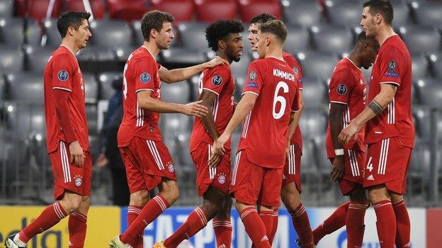 21октября. Мюнхен. «Бавария»— «Атлетико»— 4:0. 72-я минута. Хозяева празднуют четвертый гол. Фото AFP