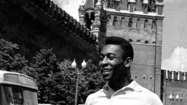 1965 год. Москва. Пеле уСпасской башни Кремля. Фото Василий Вартанян