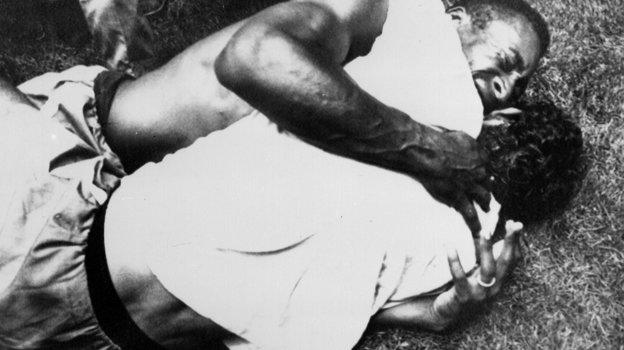 21июня 1970 года. Мехико. Радость Пеле иЖерсона Нунеса деОливейры после победы над итальянцами вфинальном матче чемпионата мира. Фото AFP