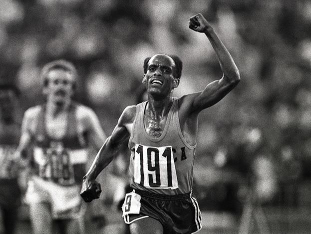 Двукратный олимпийский чемпион Мариу Ифтер изЭфиопии нафинише. Фото Сергей Киврин