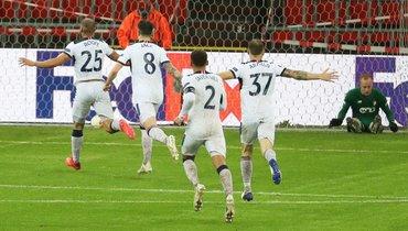 Мощный выстрел с50 метров! Форвард «Рейнджерс» забил рекордный гол вЛиге Европы