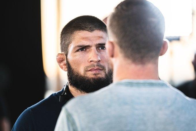 Хабиб Нурмагомедов надуэли взглядов сДжастином Гэтжи. Фото UFC