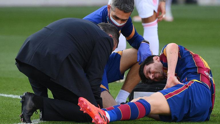 24октября. Барселона. «Барселона»— «Реал»— 1:3. Лионель Месси получил травму, носмог продолжить матч.
