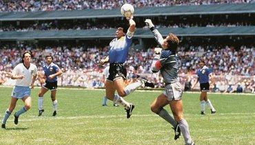 Диего Марадона мечтает забить Англии правой рукой