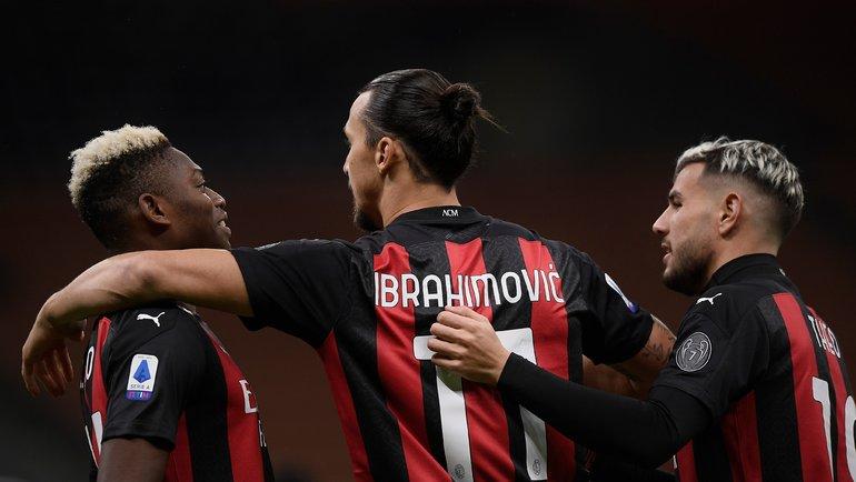 26октября. «Милан»— «Рома»— 3:3. Златан Ибрагимович содноклубниками. Фото Twitter