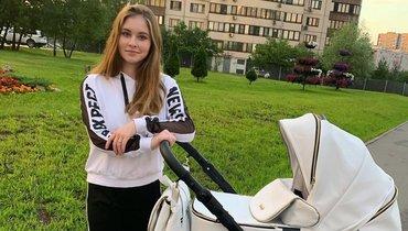 Липницкая впервые показала свою дочь