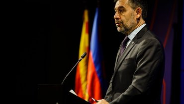 «Барселона» объявила обуходе Бартомеу споста президента клуба