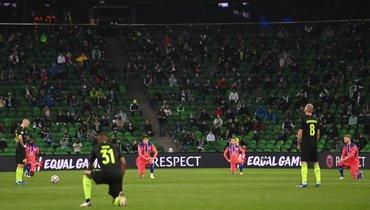 Некоторые футболисты «Краснодара» отказались вставать наодно колено вматче Лиги чемпионов против «Челси».