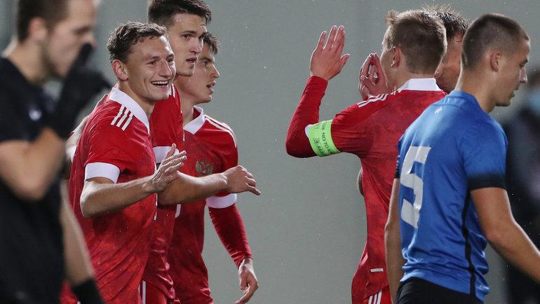 Футболисты молодежной сборной России празднуют забитый мяч. Фото Александр Федоров, «СЭ» / Canon EOS-1D X Mark II