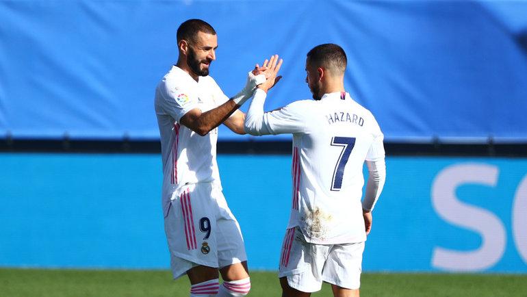 31октября. Мадрид. «Реал»— «Уэска»— 4:1. Карим Бензема иЭден Азар. Фото Reuters