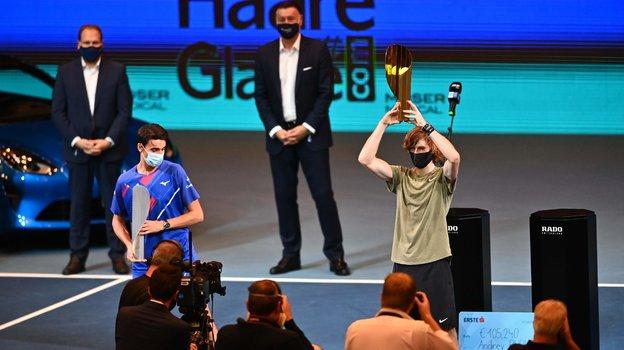 1ноября. Вена. Церемония награждения Андрея Рублева иего соперника Лоренцо Сонего. Фото AFP