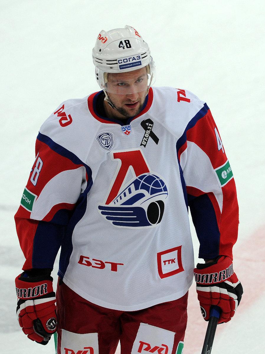 Скандальный хоккеист попал начетыре года вколонию. Все из-за мошенничества на45 миллионов рублей