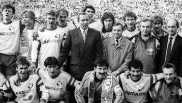 1992 год. «Спартак»— обладатель Кубка СССР. Виктор Зернов— вверхнем ряду справа.