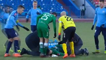 Игрок «Рубина» Йевтич потерял сознание после удара поголове. Футболист пришел вчувство, ноего унесли наносилках