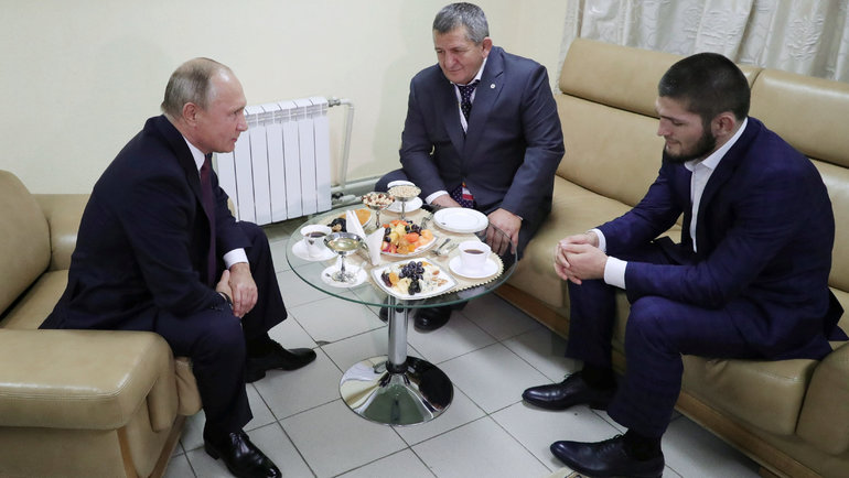 Владимир Путин сХабибом Нурмагомедовым. Фото Reuters