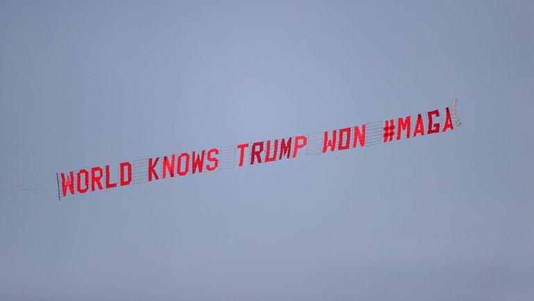 Слоган ввоздухе. Фото AFP
