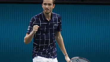 Медведев обыграл Раонича ивышел вфинал турнира вПариже