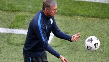 Тренер «Ротора» объяснил, почему улыбался после удаления своего футболиста