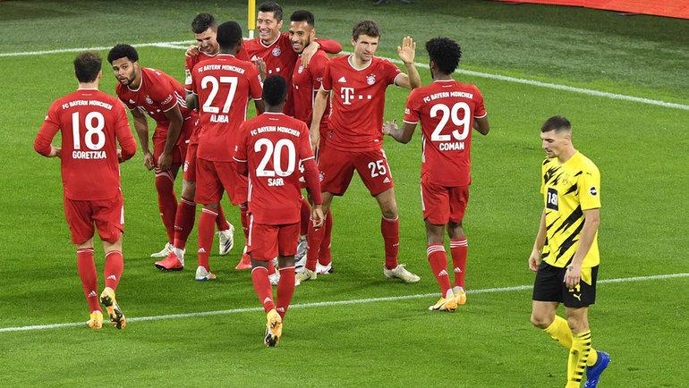 7ноября. Дортмунд. «Боруссия» Д— «Бавария»— 2:3. Мюнхенцы празднуют гол Роберта Левандовски. Фото Reuters