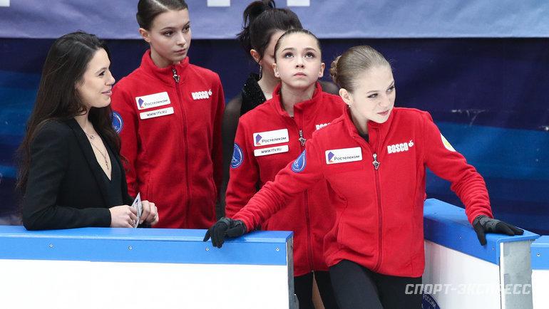 Александра Трусова, Камила Валиева иАнна Щербакова (справа налево). Фото Дарья Исаева, «СЭ» / Canon EOS-1D X Mark II