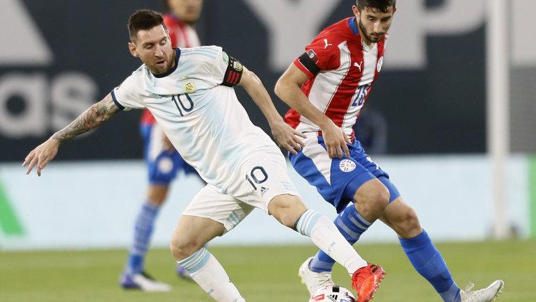 13ноября. Аргентина— Парагвай— 1:1. Лионель Месси смячом. Фото Twitter