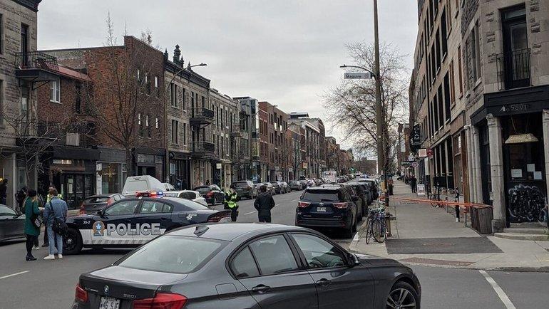 Полицейские машины около офиса Ubisoft. Фото Twitter