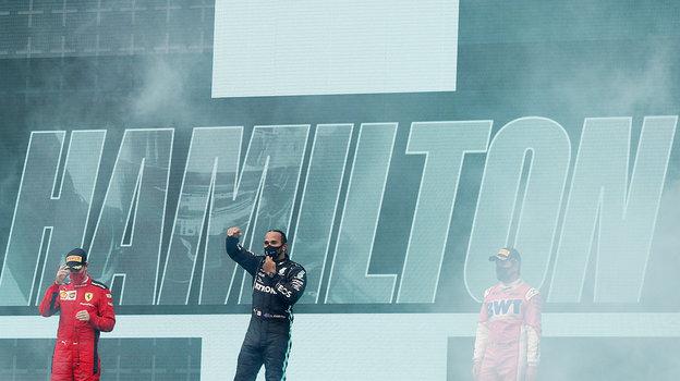 15ноября. Стамбул. «Гран-при Турции». Наподиуме Серхио Перес, Льюис Хэмилтон иСебастьян Феттель. Фото Reuters